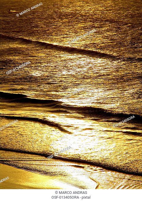 solar rays reflection at jericoacoara sea