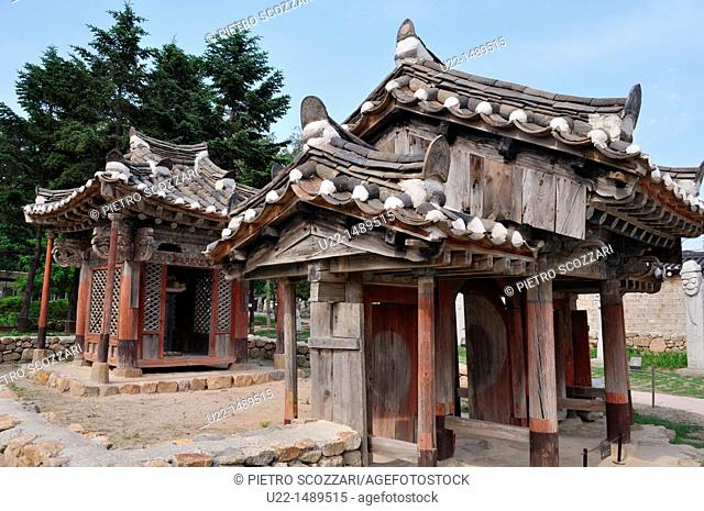 Seoul (South Korea): traditional wooden shrines by the National Folk Museum