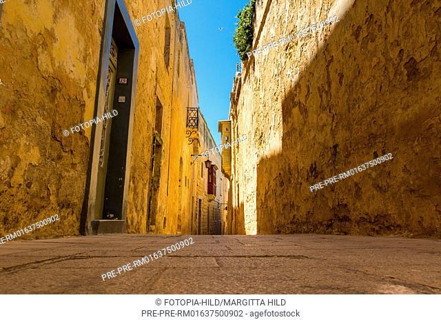 Narrow lane in Mdina, Malta / Enge Gasse in Mdina, Malta