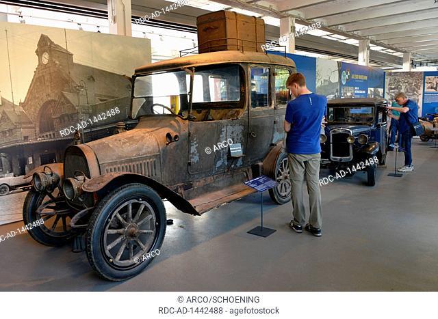 Dixi R 9 Sedan, Ausstellung, Automobile Welt Eisenach, Friedrich-Naumann-Strasse, Eisenach, Thueringen, Deutschland