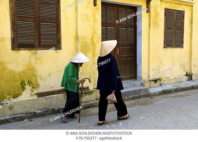 Women. Hoi An. Central Vietnam