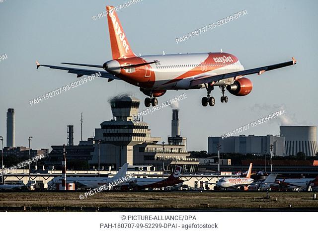 06 July 2018, Germany, Berlin. An EasyJet plane lands at Tegel Airport. Photo: Paul Zinken/dpa. - Berlin/Berlin/Germany