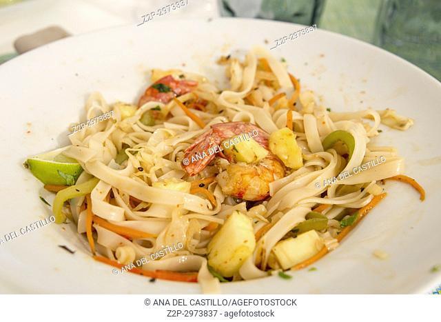 Thai pasta with shrimps