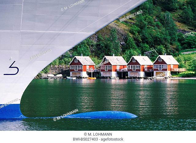 fjord huts and cruising tourism, Norway, Fjordland, Flamengos