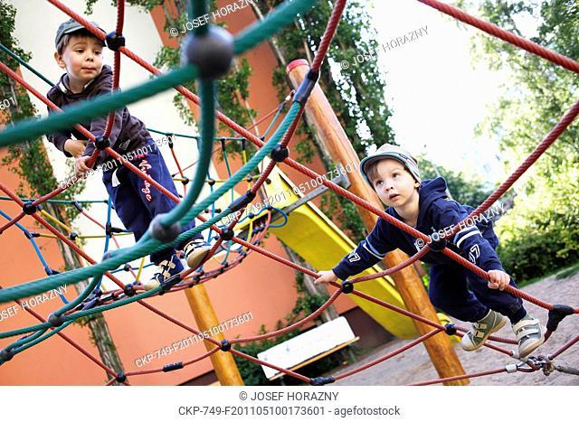 Boys on the playground CTK Photobank / Josef Horazny , MR
