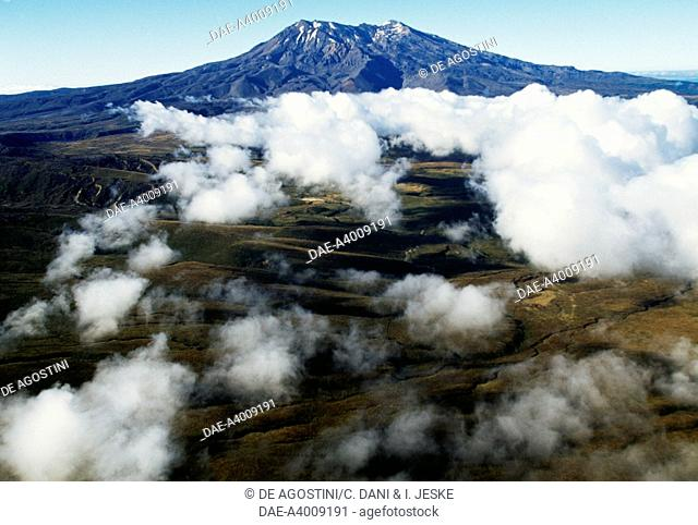 Mount Ruapehu (2797 metres), Central Plateau, Tongariro National Park (UNESCO World Heritage List, 1990), North Island, New Zealand