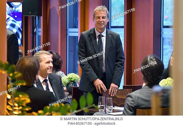 Former coach of the German national soccer team, Juergen Klinsmann(C) speaks with Andreas Koepke (2.f.L), goalkeeping coach of the German national team