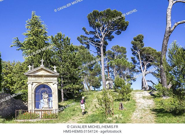 France, Vaucluse, regional natural reserve of Luberon, Bonnieux, locality Castellas, The Calvary (1839 ) and the Oratory