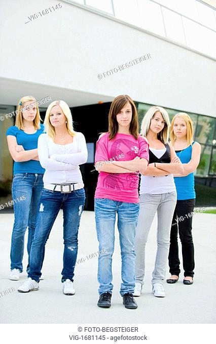 five teenage girls - 14/09/2009