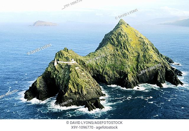 Lighthouse on the island of Tearaght, one of the Blasket Islands off the Dingle Peninsula, County Kerry, Ireland