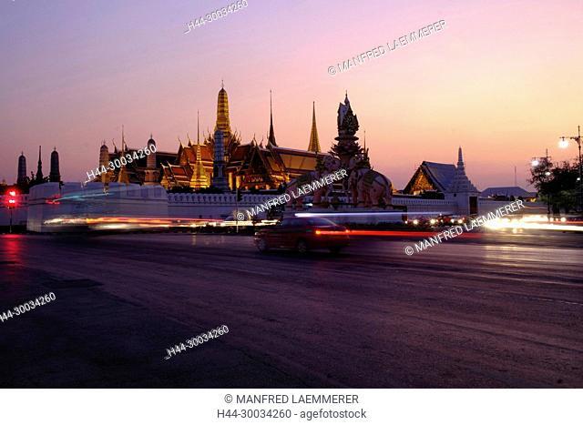 Asien, Thailand, Bangkok, Königspalast Wat Phra Kaeo abends beleuchtet