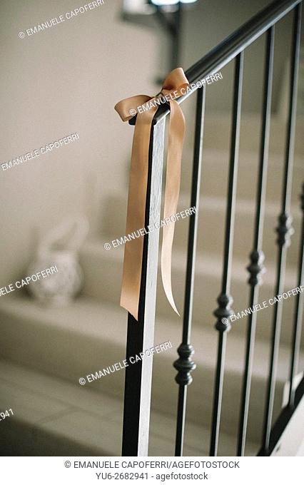 Decorating with ribbons tied to the railing of the interior staircase