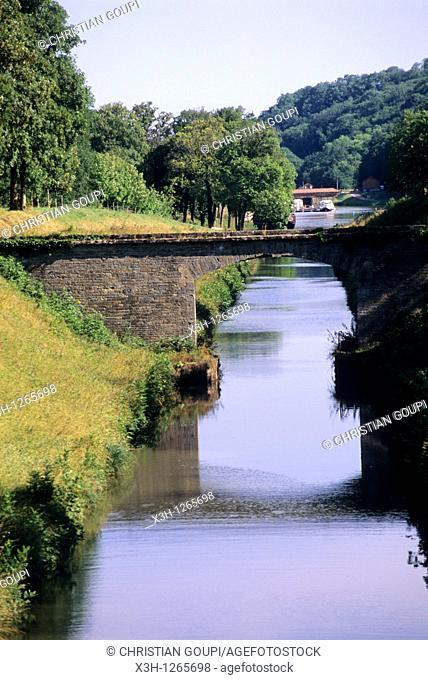 Canal of Nivernais, Nievre department, region of Burgundy, center of France, Europe