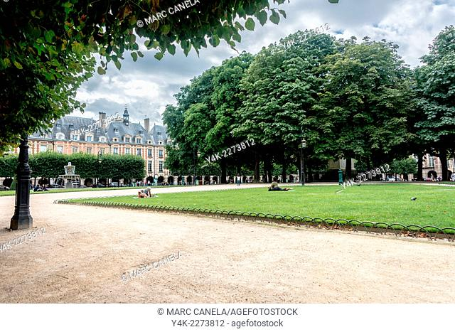 Europe, France, Paris, place des vosges, The Place des Vosges is the oldest planned square in Paris and one of the finest in the city
