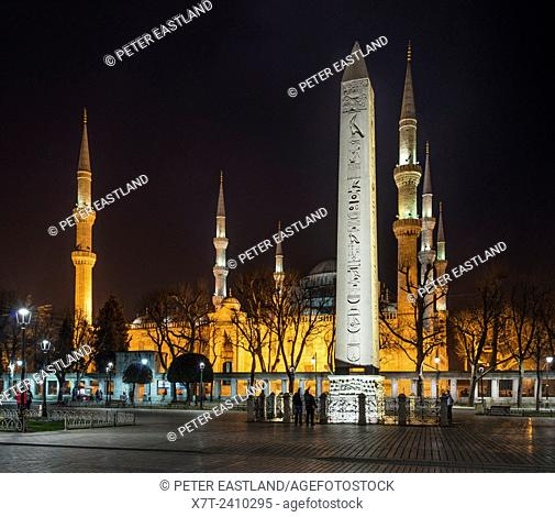 The Egyptian obelisk with the Sultan Ahmet or Blue mosque in the background. Hippodrome, Sultanahmet, Istanbul, Turkey