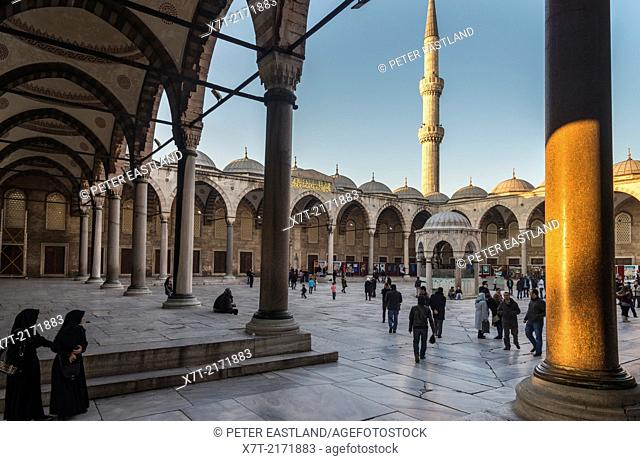 Interior courtyard of the Sultan Ahmet or Blue Mosque, Sultanahmet, Istanbul, Turkey