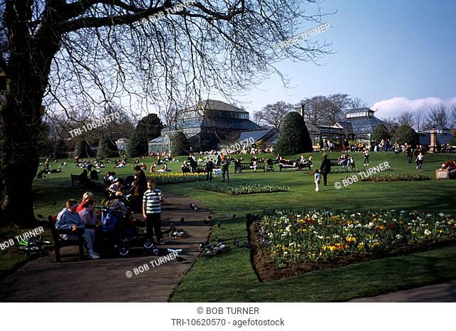 Glasgow Scotland Glasgow Botanical Gardens People In Park By Palm House Main Range Glass House