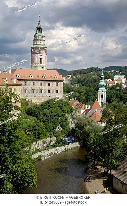 View of the castle, Cesky Krumlov, UNESCO World Heritage Site, South Bohemia, Bohemia, Czech Republic, Europe