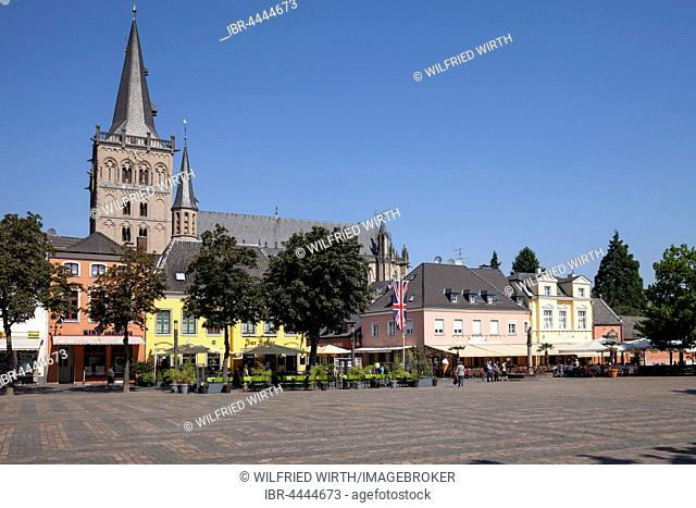 St. Viktor's Cathedral and market, Xanten, Lower Rhine, North Rhine-Westphalia, Germany