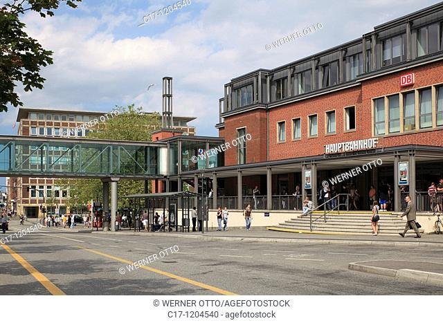 Germany, Kiel, Kiel Fjord, Baltic Sea, Schleswig-Holstein, main station, station building, people