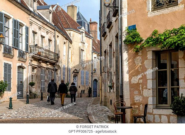 HOUSES AND PRIVATE TOWN MANSIONS, RUE DU CHATEAU, BELLEME (61), TOWN IN THE REGIONAL PARK OF THE PERCHE, VILLAGE OF CHARACTER, NORMANDY, FRANCE