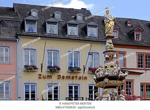 Petrusbrunnen Fountain and 'Zum Domstein' Inn, Hauptmarkt, Trier, Rhineland-Palatinate, Germany
