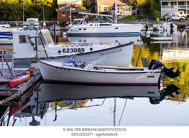 USA, Massachusetts, Gloucester, Annisquam, Lobster Cove, autumn