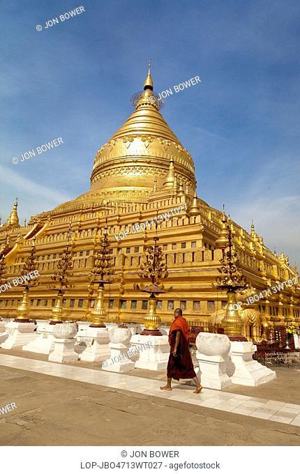 Myanmar, Mandalay, Bagan. The great Stupa in the Shwezigon Pagoda in Bagan in Myanmar