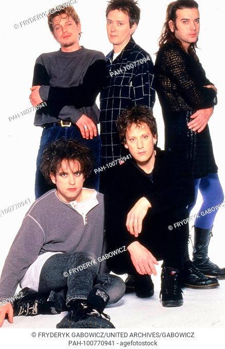 """""""""""The Cure"""", britische Pop, Rock, Wave und Gothic Band, beim Promoshoot in Konstanz, Deutschland 1995. British pop rock wave and gothic band """"The Cure""""..."