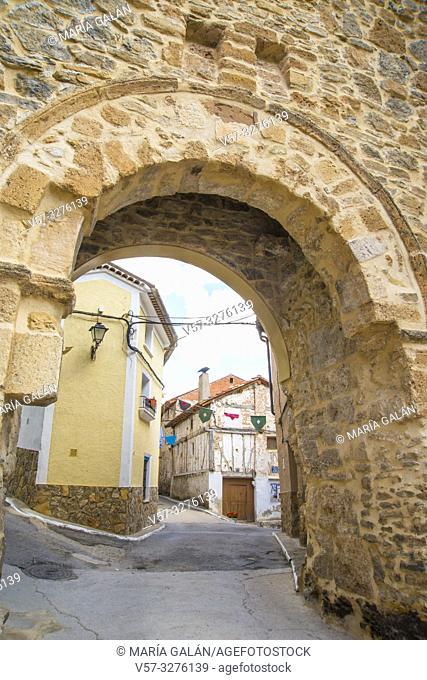 Medieval arch and street. Cañete, Cuenca province, Castilla La Mancha, Spain