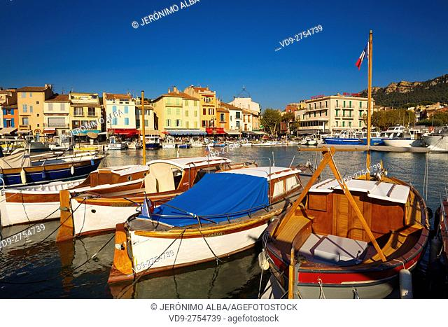 Fishing boats at fishing port, Marina, old harbour. Village of Cassis. Bouches-du-Rhône, Provence Alpes Cote d'Azur. French Riviera. Mediterranean Sea