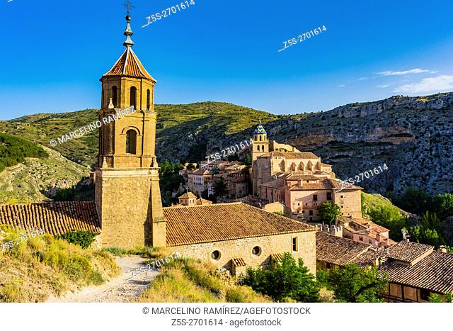 Church of Santiago, in the background the Cathedral of San Salvador. Albarracin, Teruel, Aragón, Spain, Europe
