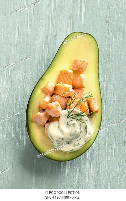 Avocado filled with salmon and dill cream