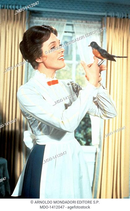 Julie Andrews with a robin. The British actress Julie Andrews, the pseudonym of Julia Elizabeth Wells, in the role of the nanny Mary Poppins