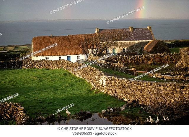 INISHMORE, ARAN ISLANDS, GALWAY BAY, IRELAND