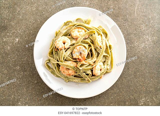 spinach fettuccini pasta with shrimp - Italian food style