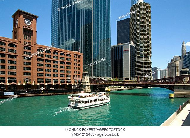Chicago River architectural tour boat cruising the Chicago River