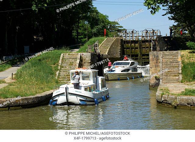 France, Languedoc-Roussillon, Aude 11, Canal du Midi, lock of Pechlaurier