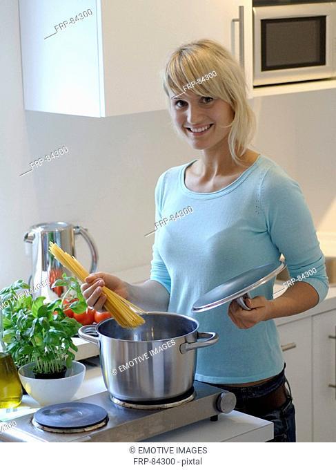 Young woman prepairing spaghetti