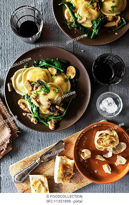 Ravioli with spinach, mushrooms and Marsala served with garlic crostini (seen from above)