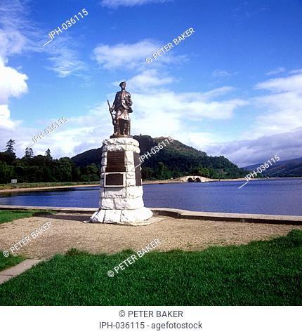 War memorial on the shore of Loch Fyne at Inveraray