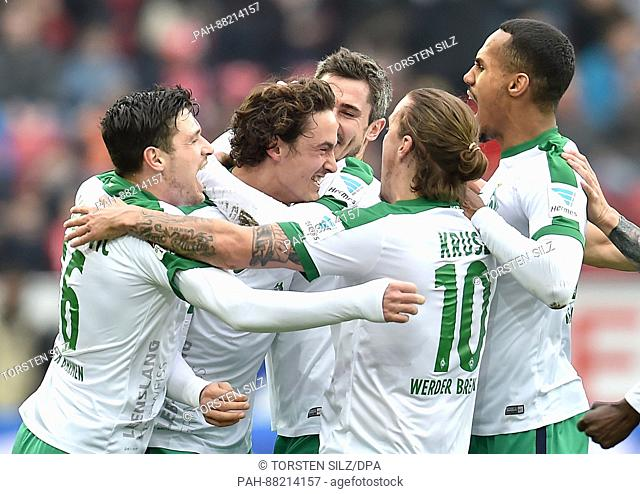 Bremen's Thomas Delaney (2-L) celebrates a goal with his teammates in the German Bundesliga soccer match between FSV Mainz and Werder Bremen in the Opel Arena...