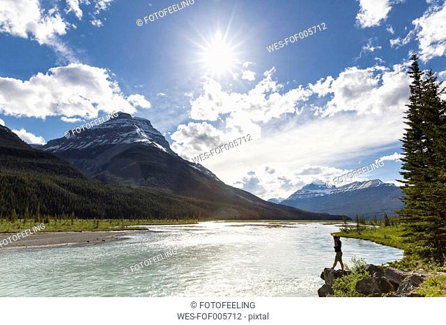 Canada, Alberta, Jasper National Park, Banff National Park, Icefields Parkway, man standing at riverbank