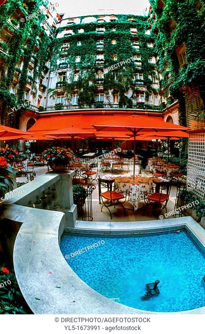 France, Paris, Restaurant Alain Ducasse au Plaza Athénée, Haute-Cuisine, Terrace, Hotel Plaza Athenee, 25, Ave  Montaigne, 75008  Decor: Patrick Jouin  20010704