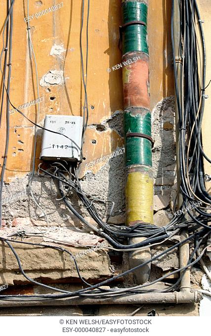 Messy exterior electrical installation