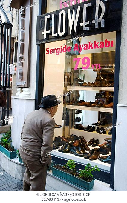 Shoe store in Istiklal Cadessi 'Independence Street', Istanbul's main shopping street in Beyoglu quarter Turkey