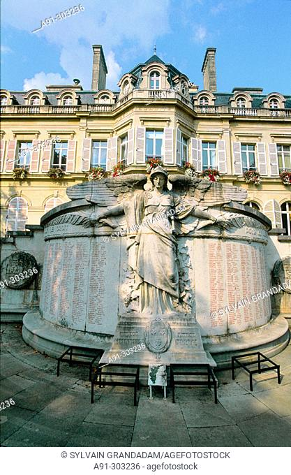 France. Champagne. Haute Marne (51). Epernay. The monument to the fallen in front of the city hall