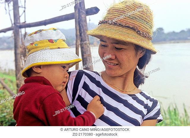 Mother and child. Hué, Thua Thiên-Hue province, Vietnam