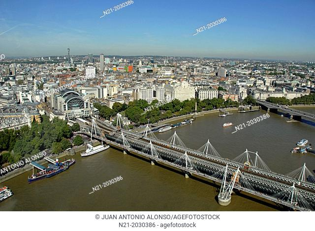 Hungerford Bridge, also called Charing Cross Bridge over the river Thames and Charing Cross railway station. In the background the Waterloo Bridge