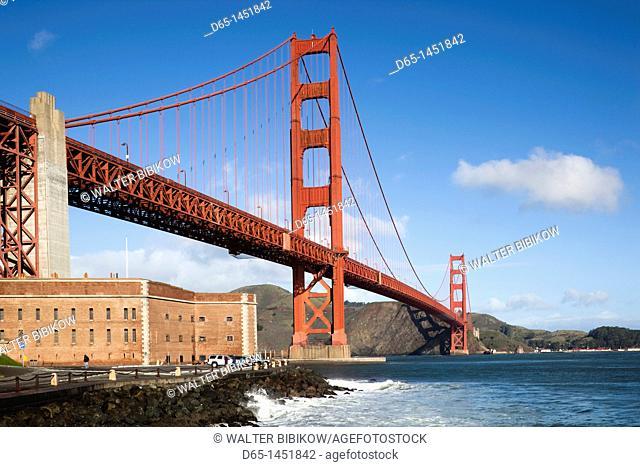 USA, California, San Francisco, The Presidio, Golden Gate National Recreation Area, Golden Gate Bridge from Fort Point, morning